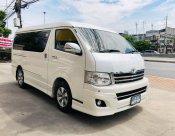 2013 Toyota Ventury V mpv