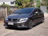Honda Civic Fb 1.8 ES Sport  ปี15 รถบ้านมือเดียวทรงสวยขับดีตัวรถไม่มีอุบัติเหตุประวัติศูนย์เล่มพร้อมโอน