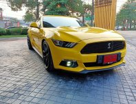 Ford Mustang สีเหลือง ปี 2017