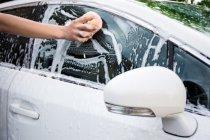 วิธีดูแลรถสีขาวให้สว่าง เงางามอยู่เสมอ
