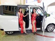 พาชมภาพพริตตี้สาวสวยกับ Toyota Tank และ Toyota Roomy รับตรุษจีน