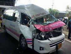 """ศูนย์วิจัยอุบัติเหตุฯ ชี้โดยสาร """"รถตู้"""" ตายง่าย-ตายเร็วกว่า """"มินิบัส"""""""