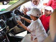 จำเดี๋ยวนี้ จำทันที!  5 วิธีฝึกเด็กให้เอาตัวรอด หากติดอยู่ในรถ