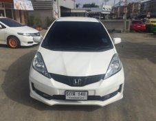 Honda Jazz 2013 1.5SV สีขาวเกียร์ออโต้ แอร์แบค2ใบ ไมล์6หมื่น