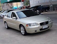 Volvo S60 2.0T ปี06 รถบ้านมือเดียวสภาพสวยดูดีมีเสน่ห์ ภายในสีเบสขับดีเครื่องดีแอรืเย็นช่วงล่างแน่น ไม่ติดแก็สไม่มีอุบัติเหตุเจ้าของใช้รักษาดูแลตลอด เล่มพร้อมโอน