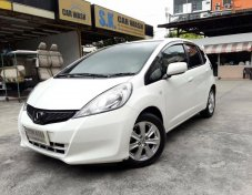 2014 Honda JAZZ V hatchback