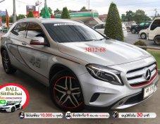 2014 Mercedes-Benz GLA200 hatchback ใช้เงินออกรถ 10,000 บาท