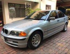 2000 BMW 318i SE sedan
