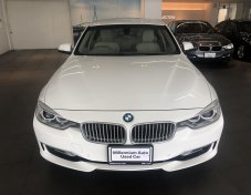 2013 BMW 320i SE sedan