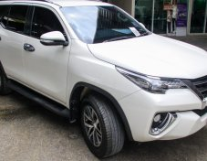 TOYOTA FORTUNER 2.8 V 4WD ปี2015 รถมือแลก สภาพสวยพร้อมใช้งานต่อครับ