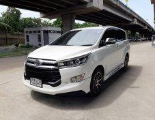 ฟรีดาวน์ Toyota Innova 2.8V ปี 2017 สีขาว รถสวยไม่เคยชน
