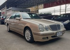 2000 Mercedes-Benz E200 Elegance sedan