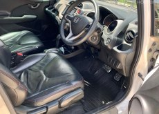 2013 Honda JAZZ 1.5 SV+ i-VTEC รถเก๋ง 5 ประตู