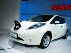 Nissan Leaf ไฟฟ้าล้วน ปะทะ Toyota Hybrid