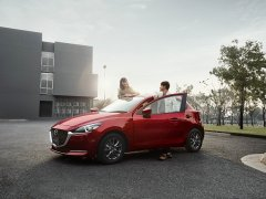 Mazda 2 ไมเนอร์เชนจ์ 2021 เติมออปชั่นให้อีก ขายราคาเดิม
