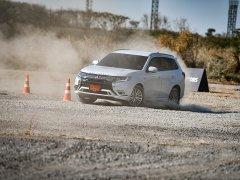 ทดสอบ Mitsubishi Outlander PHEV 2021 แคมปิ้งคาร์ ที่ขับดีที่สุดของค่าย