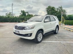 TOYOTA FORTUNER 3.0 V. 4WD.CHAMP..AT ปี 2012 สีขาว