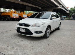 2013 Ford FOCUS 1.8 Ghia รถเก๋ง 5 ประตู