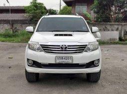 จองให้ไว TOYOTA FORTUNER 3.0 V 4WD 2012 สีขาว เครื่องยนต์ดีเซล เกียร์ออโต้ขับ4