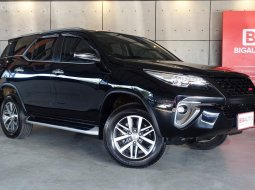 2017 Toyota Fortuner 2.4 V 4WD SUV AT (ปี 15-18) B3764