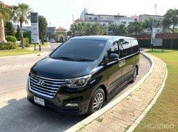 รถบ้าน สภาพป้ายแดง ตัวท็อป ไมล์แท้ Hyundai H-1  2.5  Lite ปี 18 จด 19 รถสีดำ