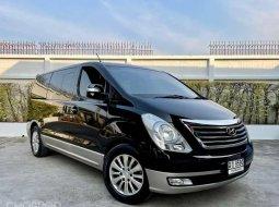 จองด่วน ✨รถบ้านเข้าใหม่ ไมล์น้อย รถสวยจัด ราคาคุ้มค่าพร้อมใช้งาน✨  HYundai H1 2.5 Starex vip ปี12 สีดำ ดีเซล topสุด