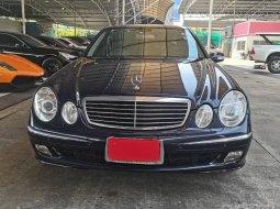 2002 Mercedes-Benz E240 Avantgarde รถเก๋ง 4 ประตู