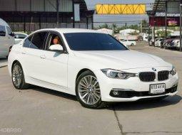 2017 BMW 330e Luxury Plug -in Hybrid สีขาว เกียร์อัตโนมัติ 8 จังหวะ Steptronic