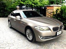 BMW 528i Luxury f10 2013  รถมือเดียว มาพร้อมจอเบาะหลัง