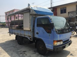 ขายรถบรรทุกส่วนบุคคล Isuzu ELF NKR สีน้ำเงิน