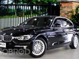 BMW 320d Lci 2018 รถมือเดียว รถศูนย์ BMW THAILAND  เลขไมล์ 70,000 Km.  Bsi ถึง 07/2022 หรือ 100,000 Km.