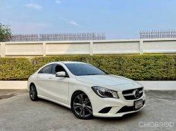 Mercedes  cla200 ปี 2016 สี ขาว มือเดียวป้ายแดง