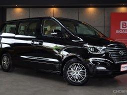 2021 Hyundai Grand Starex 2.5 Premium วิ่งเพียง 88 KM โฉมปัจจุบัน ชุดแต่งโครเมี่ยมรอบคัน ที่สำคัญตัวรถยังอยู่ใน WARRANTY ศูนย์ครับ