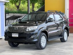 ฟรีดาวน์ SUV Toyota Fortuner  Champ  2.5 VN Turbo มี Navi  ภายในสีดำ รถสวยเดิมๆรับประกัน รถยนต์มือสองคุณภาพดี