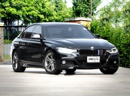 2018 BMW 330e M Sport Plug-In Hybrid หลังคา Moonroof  รถมือเดียว รถศูนย์ BMW THAILAND   Bsi ถึง 03/2023 หรือ 100,000 กม.