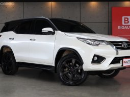 2017 Toyota Fortuner 2.8 TRD Sportivo 4WD SUV รุ่น TOP สุด  Full Option เป็นตัวแต่ง TRD มาจากโรงงานครับ B7117
