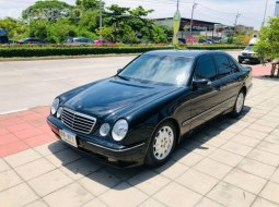2000 Mercedes-Benz E240 2.4 Elegance รถเก๋ง 4 ประตู