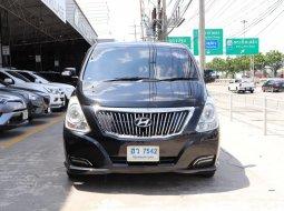 2017Hyundai H-1 2.5 Deluxe รถตู้/VAN มีรุ่นนี้ให้เลือกถึง  5คัน