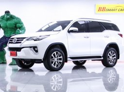 1O-150  Toyota Fortuner 2.7 V  2WD สีขาว เกียร์AT ปี2017
