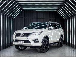 Toyota Fortuner 2.8 TRD Sportivo 2WD AT ปี 2016 ไมล์โครตนางฟ้า 34,000 ประวัติศูนย์ มือเดียวป้ายแดง