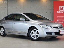 2009 Honda Civic 1.8 FD S สำหรับคันนี้เป็นรถมือแรกออกป้ายแดง วิ่งมาเพียง 122,079 KM น้อยมากๆครับ เฉลี่ยวิ่งเพียง 10,xxx KM ต่อปีเท่านั้นครับ P243