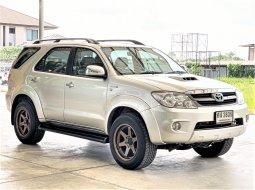 ดาวน์น้อย รถครอบครัว SUV 7ที่นั่ง 2005 Toyota Fortuner 3.0V ดีเซล ขับเคลื่อน 4x4 รถสวยรับประกัน รถยนต์มือสองคุณภาพดี