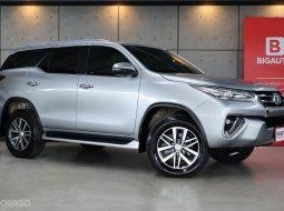 2019 Toyota Fortuner 2.4 V SUV AT MODEL MINORCHANGEที่พัฒนาจากรุ่นก่อน รับประกันในส่วนของเลขไมล์แท้ รถยังอยู่ในการรับประกันจากศูนย์ TOYOTA  B4042