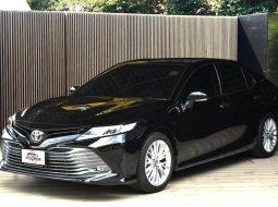 Toyota Camry 2.5G Sunroof ซีดานหรู ขับสบาย แรงและสุดประหยัด