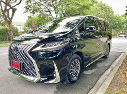 Lexus LM300h Executive 4-Seater 2021