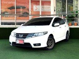 2013 Honda CITY 1.5 V i-VTEC เกียร์ออโต้ ฟรีดาวน์ รถเก๋ง 4 ประตู
