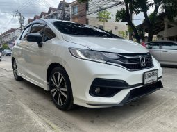 2019 Honda JAZZ 1.5 RS i-VTEC รถเก๋ง 5 ประตู
