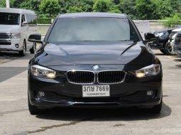2015 BMW 316I 1.6 TURBO F30 AT 8 SPEED สีดำ คันนี้เล่นได้ครับรถสวยไม่เคยมีอุบัติเหตุ ขับดีมาก ขับสนุ