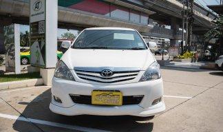 2011 Toyota Innova G van