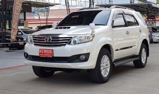 TOYOTA FORTUNER 3.0V Champ A/T ปี2012 สีขาวมุข 